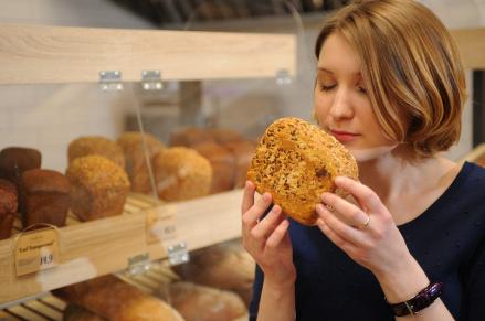 Помимо того, что у нас хлеб  только свежевыпеченный, ароматный и без каких-либо вредных добавок, так он еще и собственного производства!